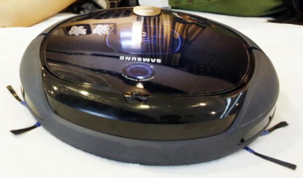 Samsung Tango, un robot-aspiradora que limpia la casa cada 30 minutos y sortea obstáculos