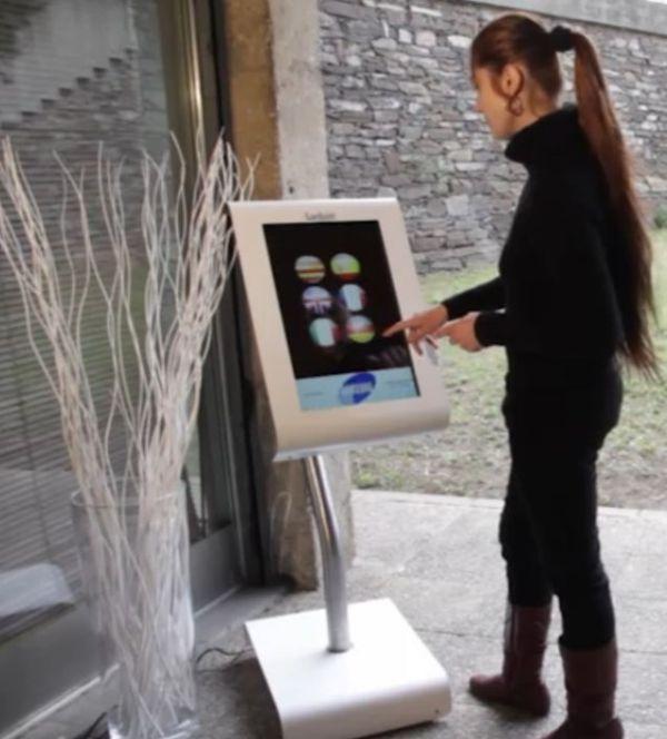 Samsung y el atril táctil para restaurantes Tactum Atril Digital