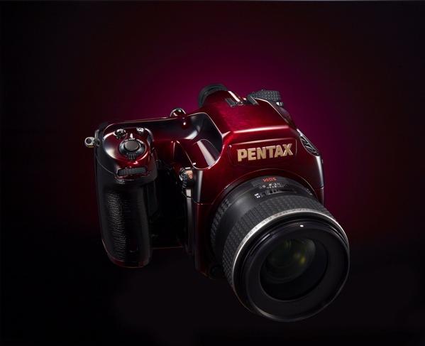 Pentax 645D Japan, una carísima cámara réflex de serie limitada