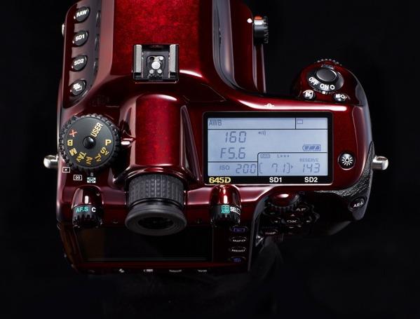 Pentax 645D Japan, una carísima cámara réflex de serie limitada 6