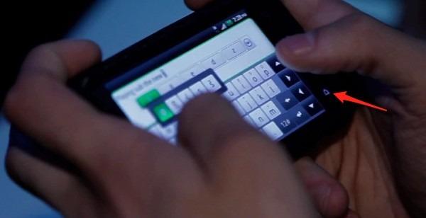 BlackBerry Torch aparece en un vídeo con un botón Android