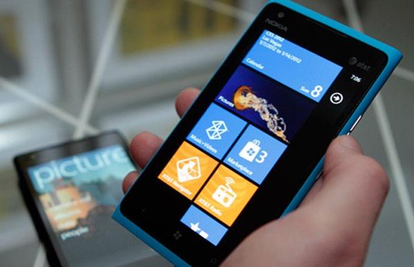 Nokia Lumia™ 900 02