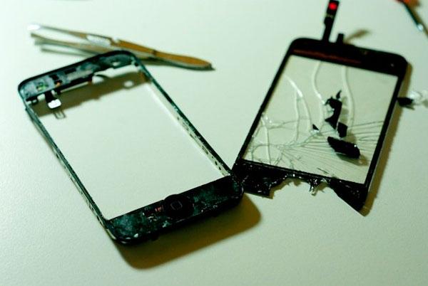 Como cambiar el cristal de la pantalla del iphone 3g o 3gs - Quitar pegamento cristal ...