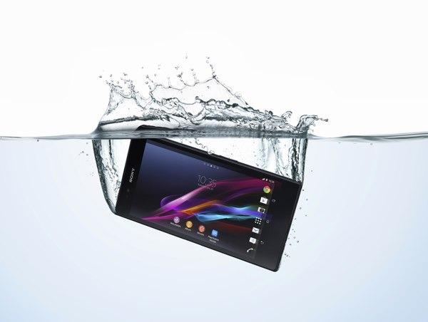 Trucos para salvar un smartphone que se ha caído al agua