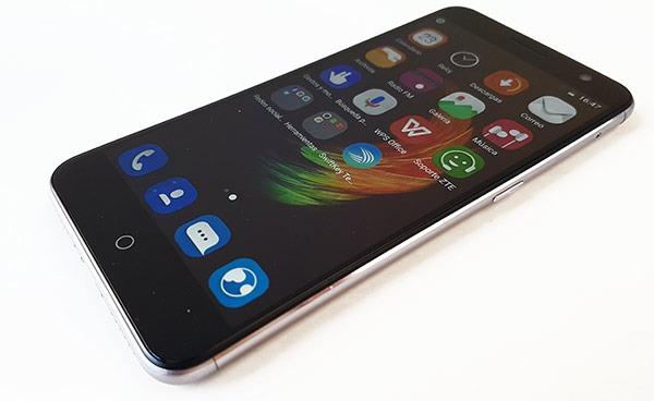Zte V7 Vs Iphone