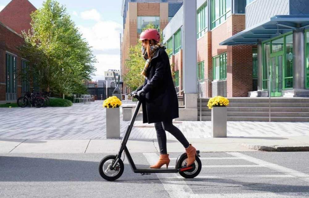 7 accesorios imprescindibles para patinetes eléctricos